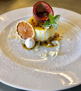 Sweets-Cheesecake-passion-fruit-ristorante-il-fuco-castelsardo-1